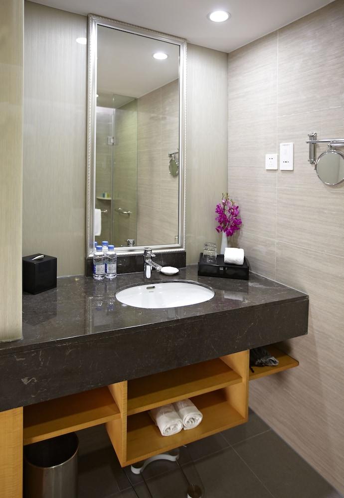 라마다 플라자 상하이 푸동 에어포트(Ramada Plaza Shanghai Pudong Airport) Hotel Image 22 - Bathroom