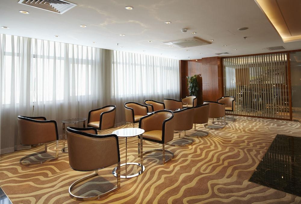 라마다 플라자 상하이 푸동 에어포트(Ramada Plaza Shanghai Pudong Airport) Hotel Image 30 - Hotel Lounge