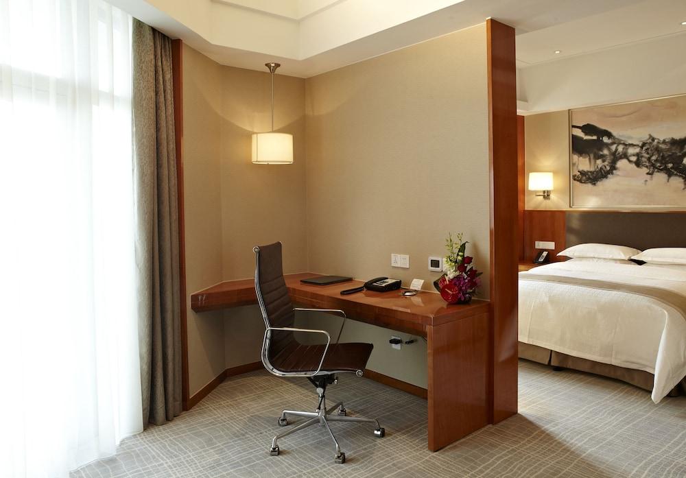 라마다 플라자 상하이 푸동 에어포트(Ramada Plaza Shanghai Pudong Airport) Hotel Image 7 - Guestroom
