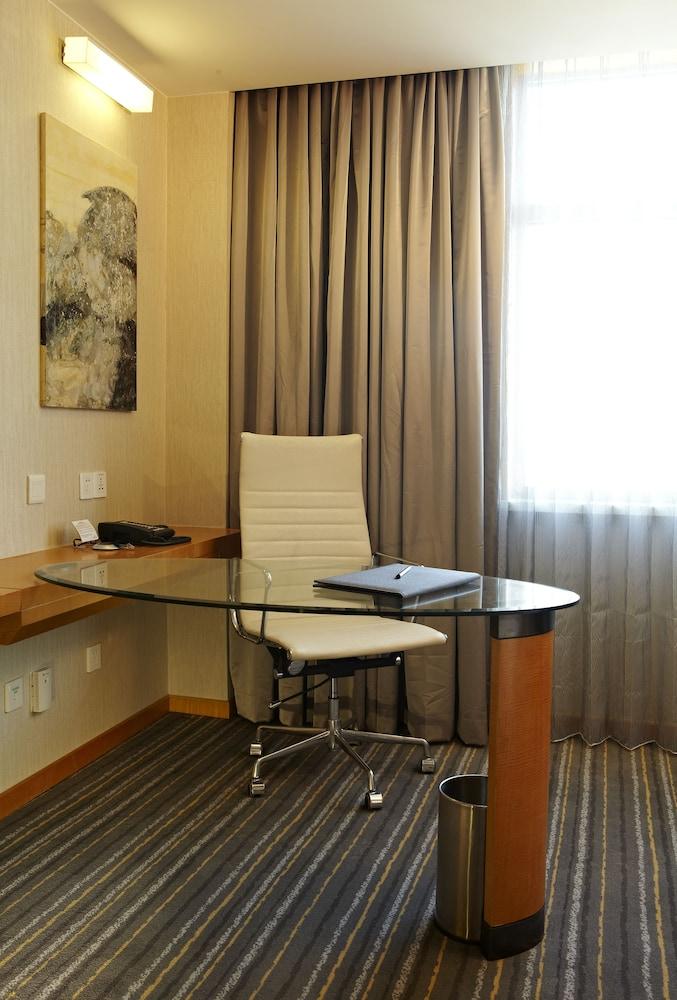 라마다 플라자 상하이 푸동 에어포트(Ramada Plaza Shanghai Pudong Airport) Hotel Image 12 - Guestroom