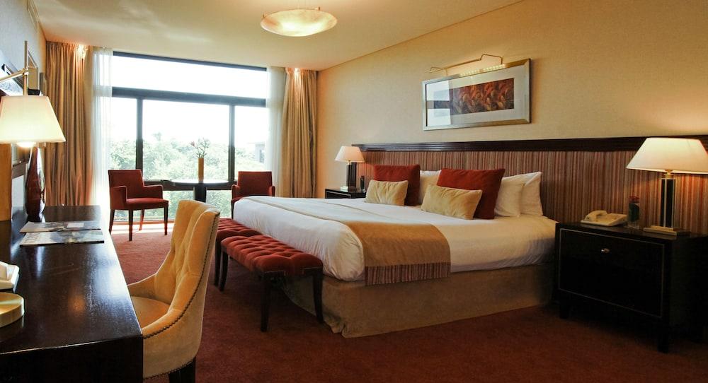 https://i.travelapi.com/hotels/1000000/980000/979400/979370/3e3f49e7_z.jpg
