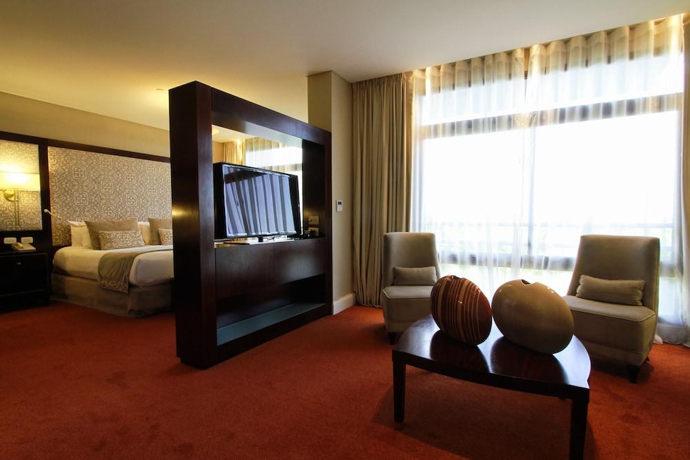 https://i.travelapi.com/hotels/1000000/980000/979400/979370/53d2dc08_z.jpg