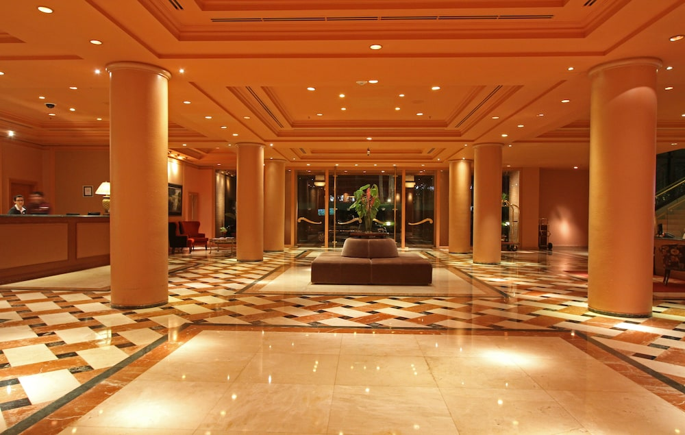 https://i.travelapi.com/hotels/1000000/980000/979400/979370/680b507f_z.jpg