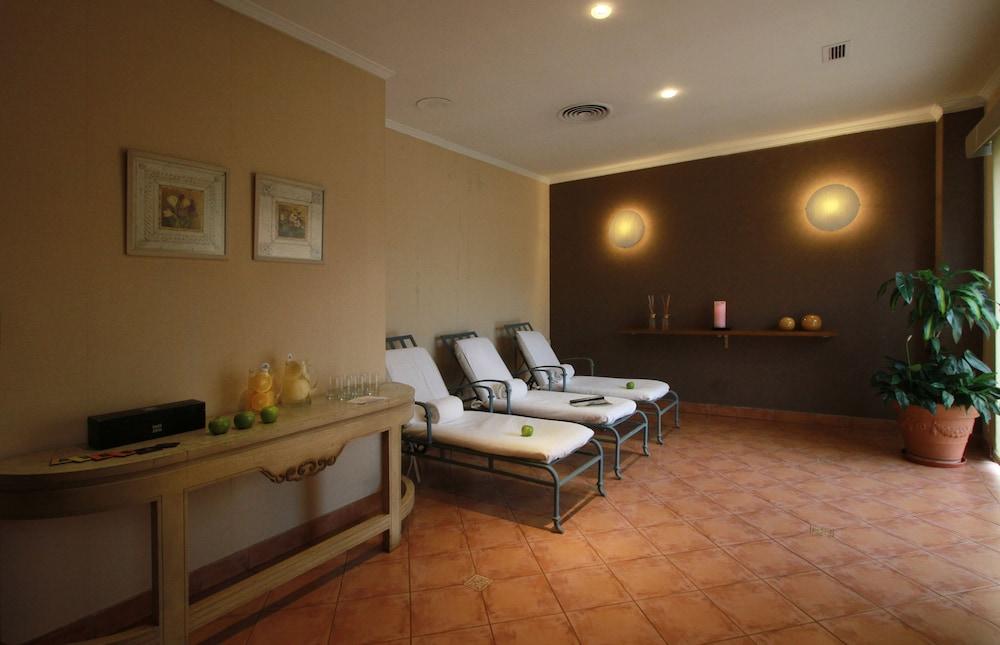 https://i.travelapi.com/hotels/1000000/980000/979400/979370/6cc27e34_z.jpg