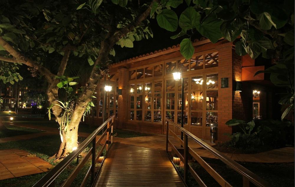 https://i.travelapi.com/hotels/1000000/980000/979400/979370/7f654841_z.jpg