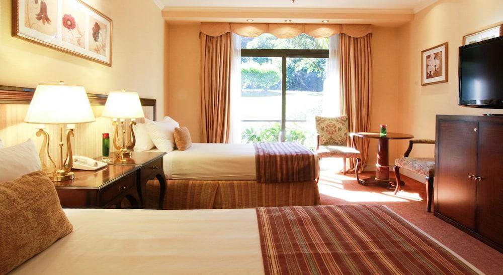 https://i.travelapi.com/hotels/1000000/980000/979400/979370/bc9ad950_z.jpg