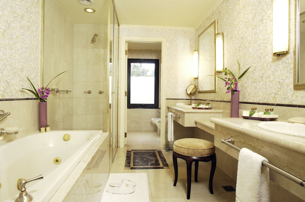 https://i.travelapi.com/hotels/1000000/980000/979400/979370/cddd43d4_z.jpg