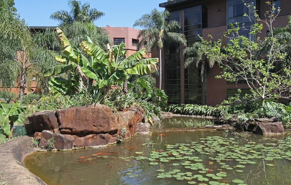 https://i.travelapi.com/hotels/1000000/980000/979400/979370/ecef832c_z.jpg