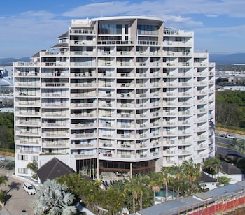 Broadbeach Savannah Hotel and Resort