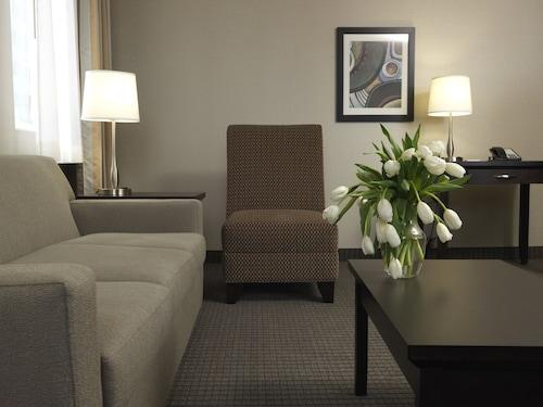 Regency Suites Hotel, Division No. 6