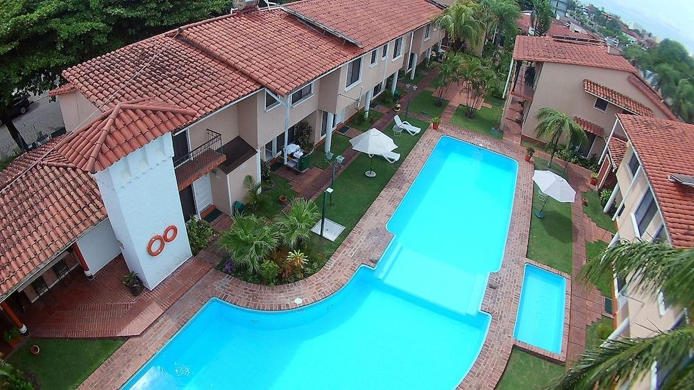 https://i.travelapi.com/hotels/1000000/990000/981100/981024/0fcc5d60_z.jpg