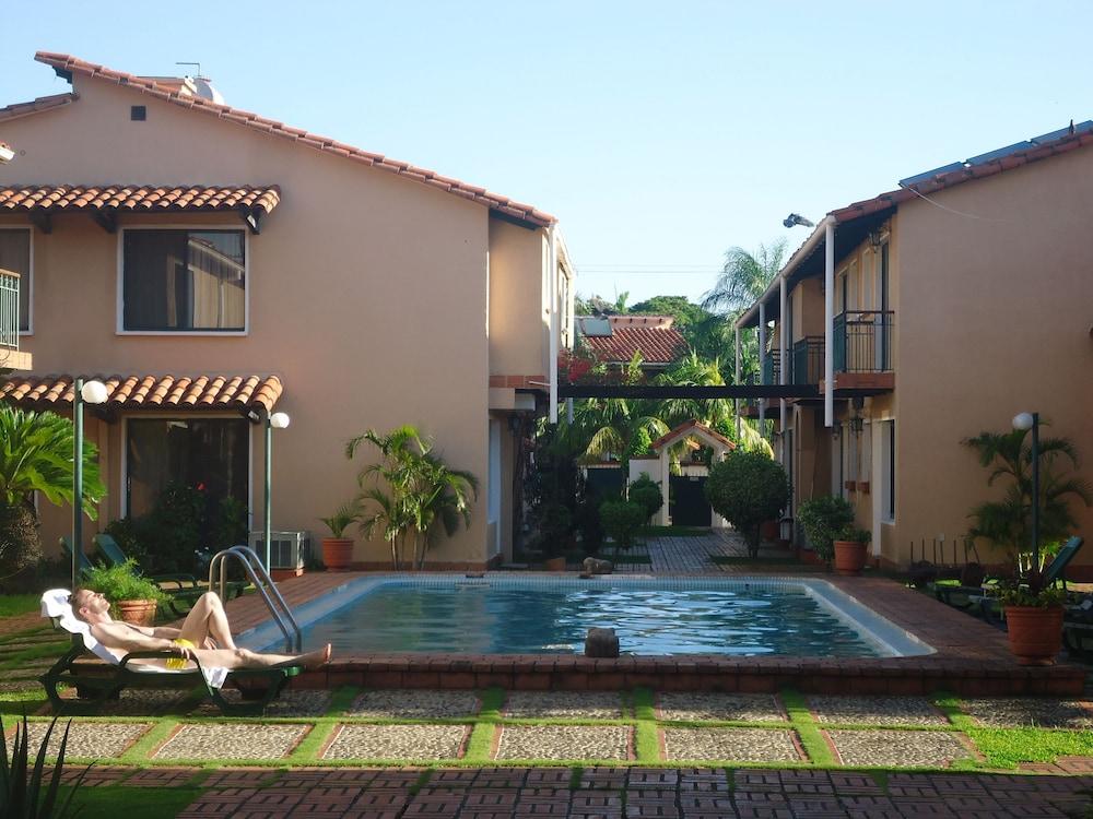 https://i.travelapi.com/hotels/1000000/990000/981100/981024/287084a8_z.jpg