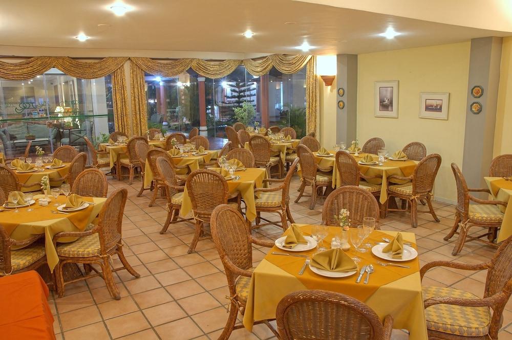 https://i.travelapi.com/hotels/1000000/990000/981100/981024/9d638314_z.jpg