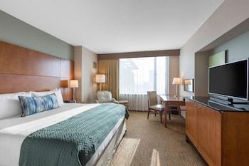 Premier Room, 1 King Bed, Balcony, Corner