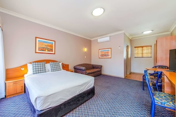 Standard Room, 1 Queen Bed with Sofa bed, Non Smoking