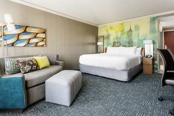 Guestroom at Courtyard by Marriott Chicago Magnificent Mile in Chicago
