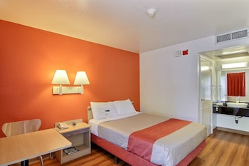 Standard Room, 1 Queen Bed, Accessible (Roll-In Shower)