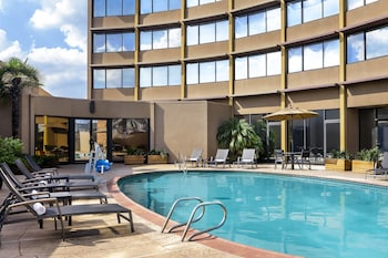 Houston Vacations - Four Points by Sheraton Houston Greenway Plaza - Property Image 1