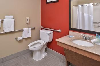 Suite, 2 Queen Beds, Accessible (Mobility, Bathtub)