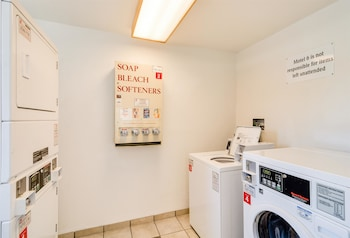Motel 6 Chicago O'hare - Schiller Park - Laundry Room  - #0