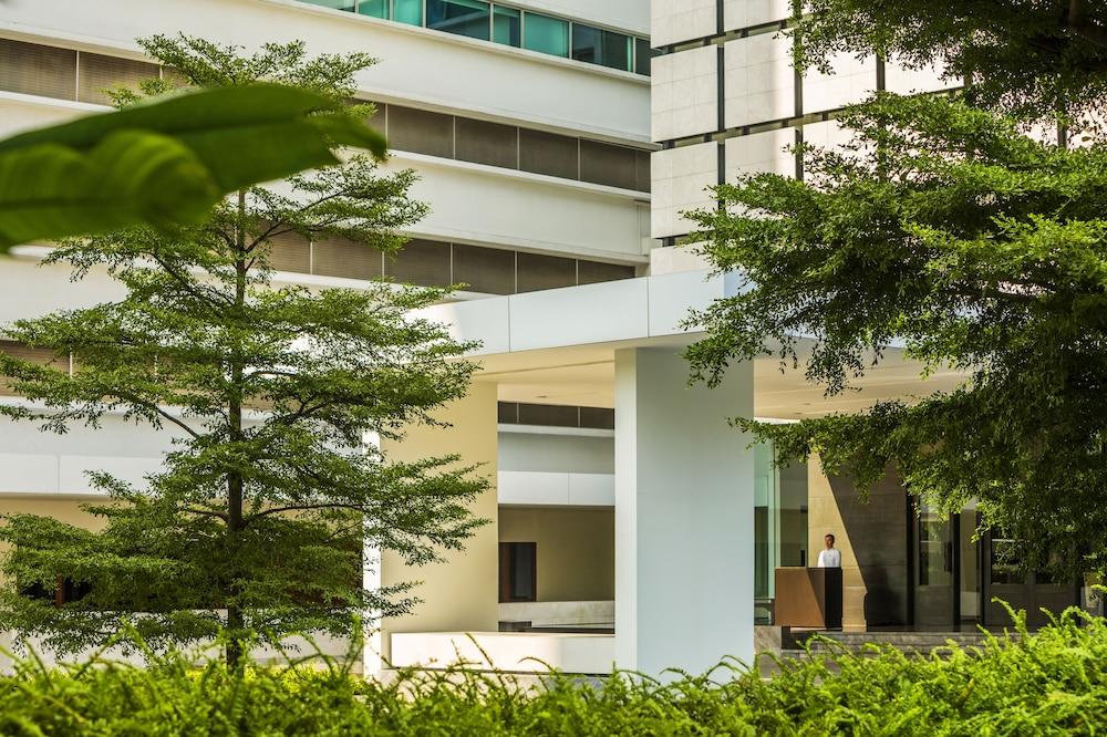 Como metropolitan bangkok bangkok 27 south sathorn rd tungmahamek sathorn 10120 for Metropolitan exteriors inc reviews