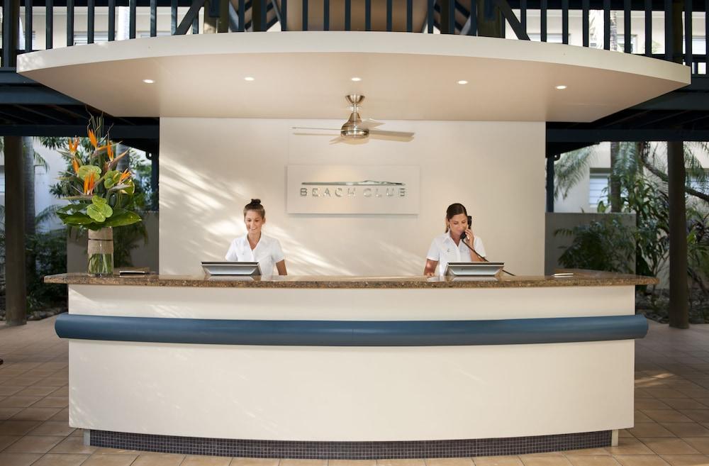 https://i.travelapi.com/hotels/1000000/990000/984700/984689/2164c9ef_z.jpg