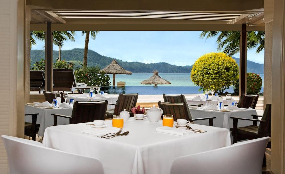 https://i.travelapi.com/hotels/1000000/990000/984700/984689/4062e164_z.jpg