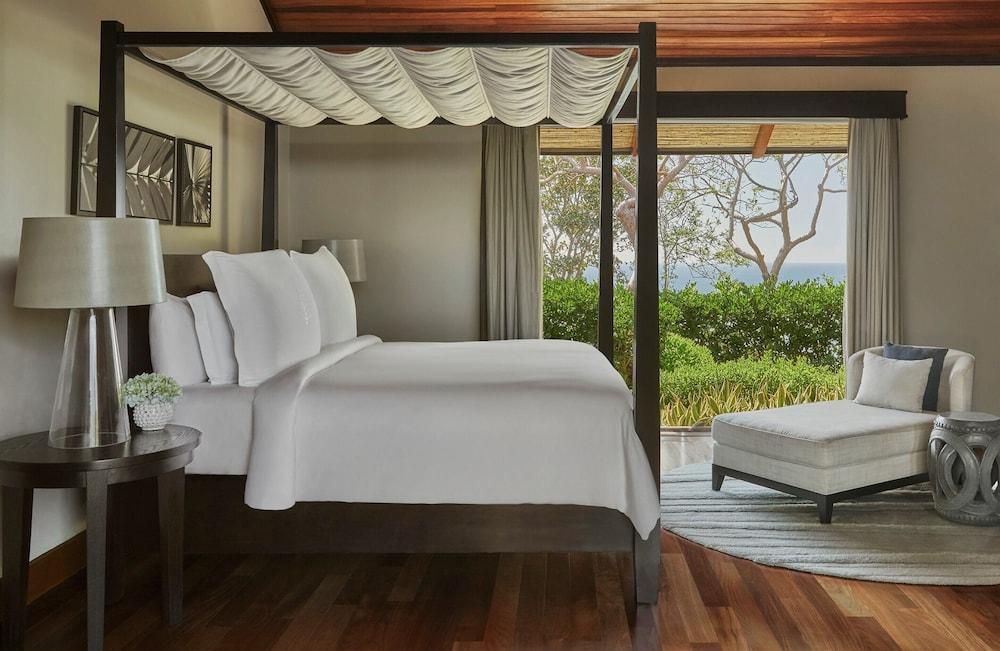https://i.travelapi.com/hotels/1000000/990000/985000/984916/058e0549_z.jpg