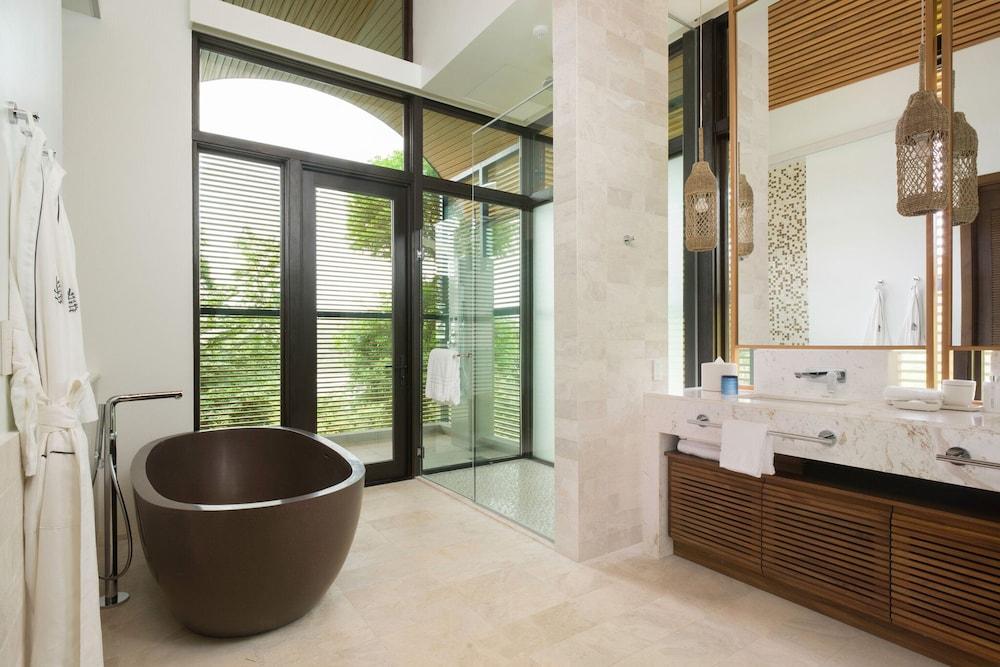 https://i.travelapi.com/hotels/1000000/990000/985000/984916/09583db9_z.jpg