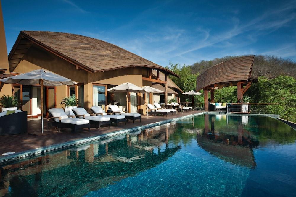 https://i.travelapi.com/hotels/1000000/990000/985000/984916/2388a0cf_z.jpg