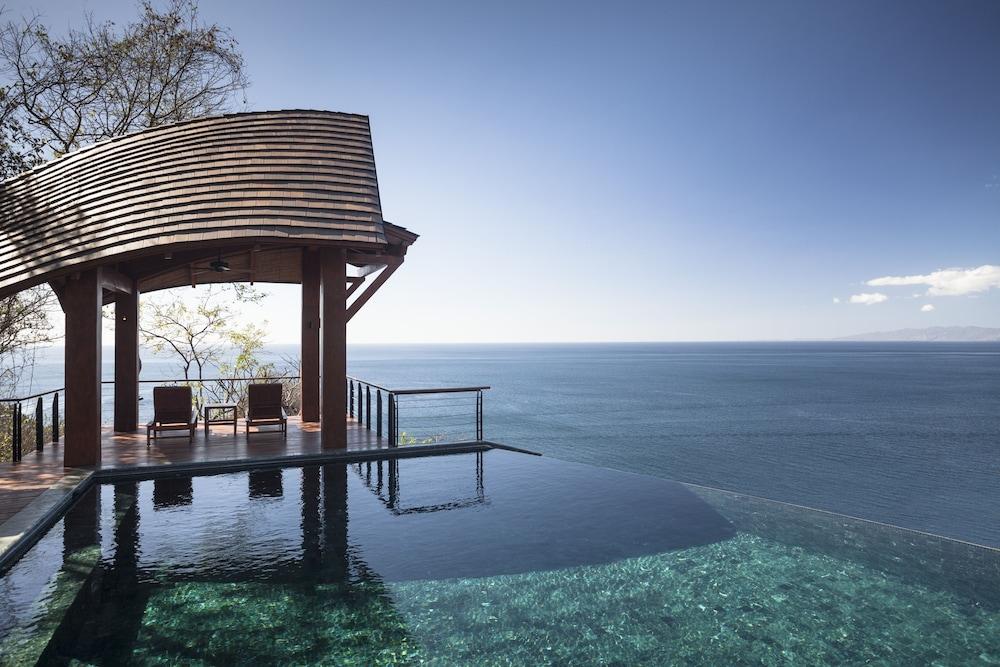 https://i.travelapi.com/hotels/1000000/990000/985000/984916/8753530e_z.jpg