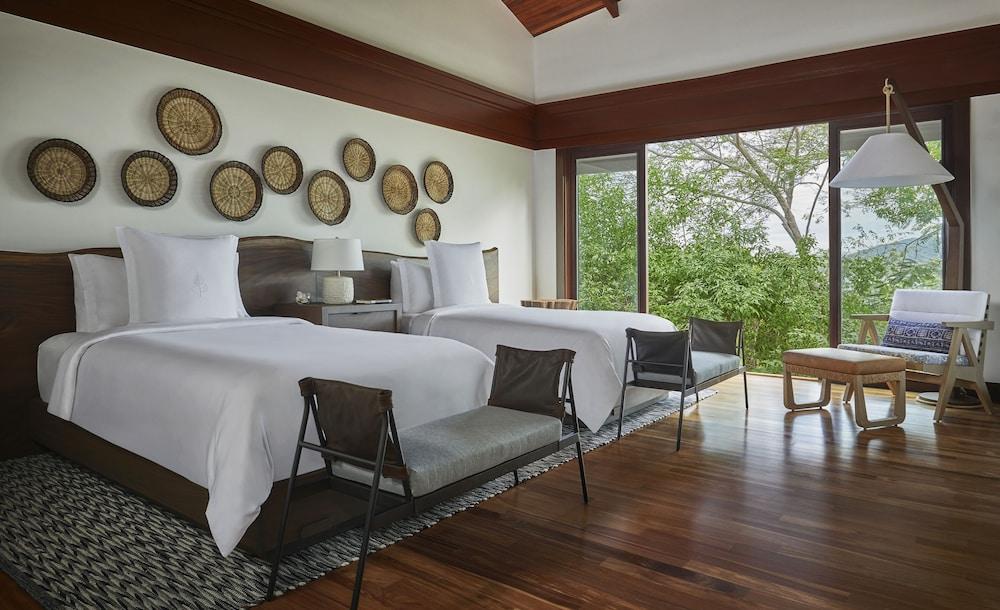 https://i.travelapi.com/hotels/1000000/990000/985000/984916/941fc484_z.jpg