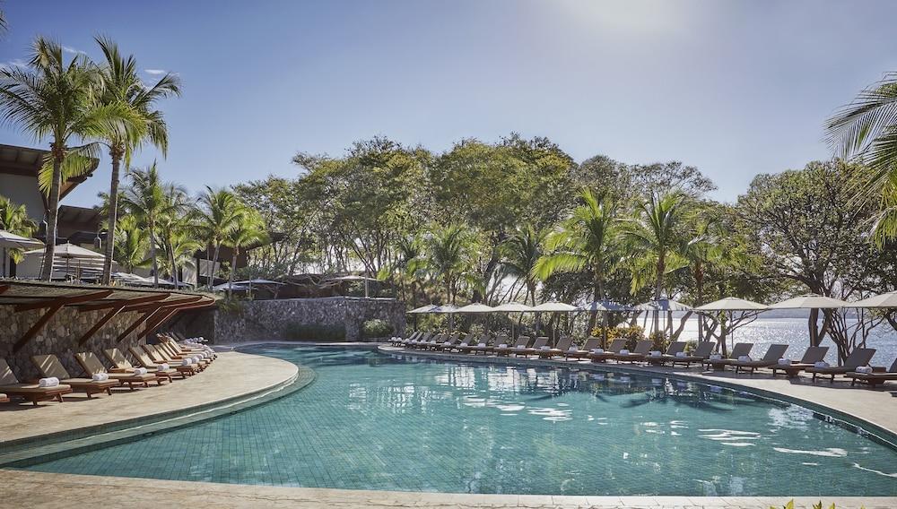 https://i.travelapi.com/hotels/1000000/990000/985000/984916/b3652d5e_z.jpg