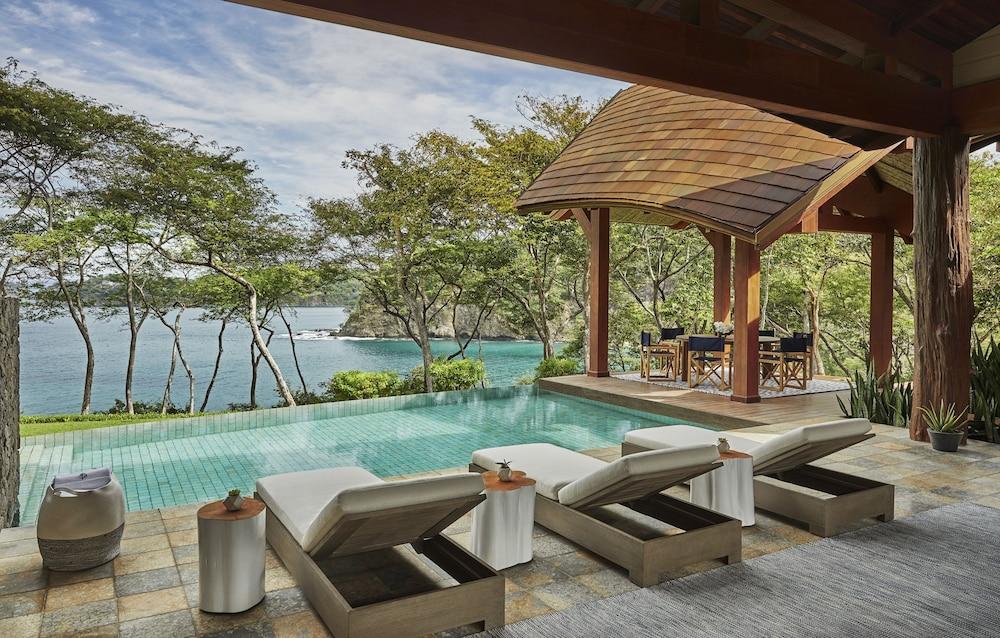https://i.travelapi.com/hotels/1000000/990000/985000/984916/c943aaad_z.jpg