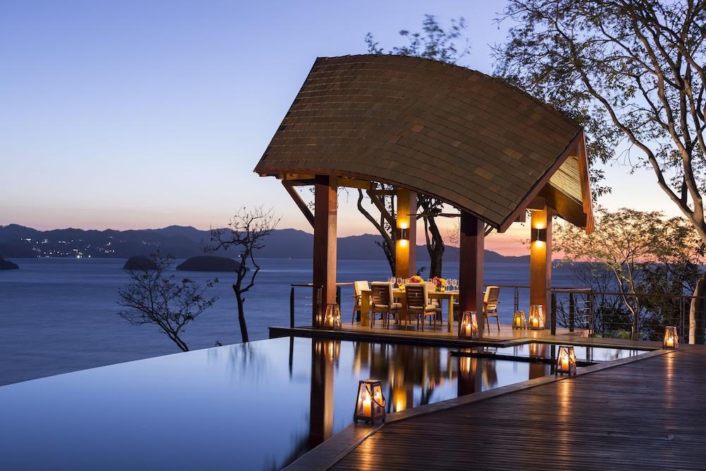 https://i.travelapi.com/hotels/1000000/990000/985000/984916/f1c275cf_z.jpg