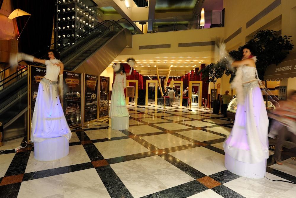 https://i.travelapi.com/hotels/1000000/990000/985100/985059/7f9c2aea_z.jpg