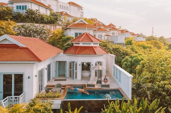 Ocean View Pool Villa with Free ROUND-TRIP airport transfer