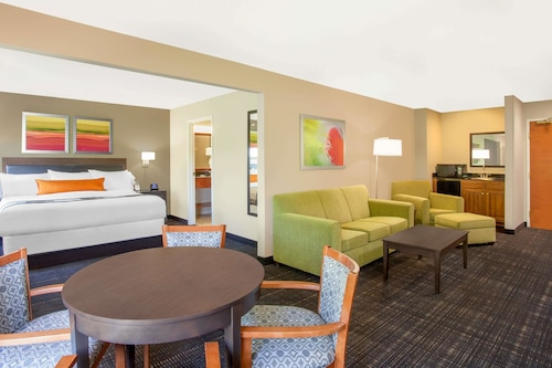 . Wingate by Wyndham - Columbia