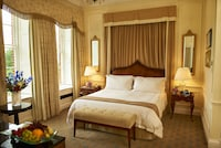 Grand Manor Room with one king bed