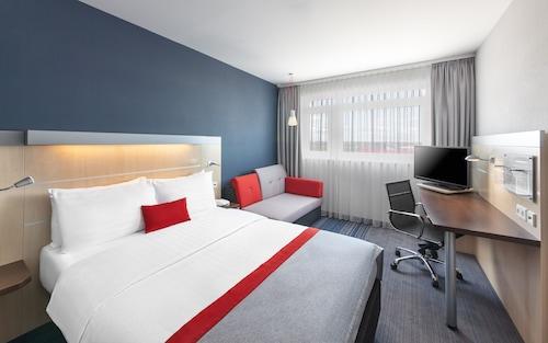 . Holiday Inn Express München-Messe