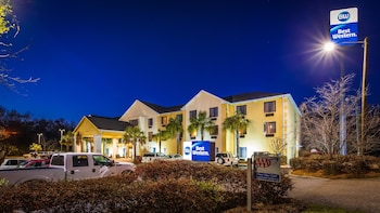 Exterior at Best Western Magnolia Inn And Suites in Ladson