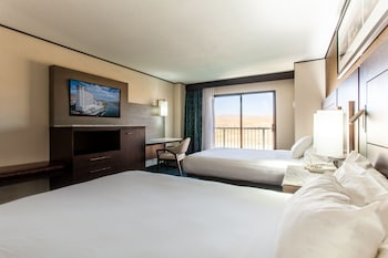 Queen Room, Two Queen Beds, Mountain/City View, Refrigerator (No Pets Allowed)