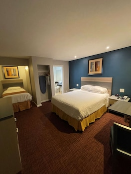 Standard Room, Multiple Beds, Non Smoking, Refrigerator & Microwave