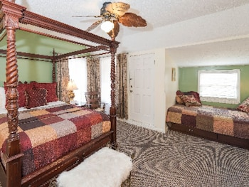 Room, 1 Queen Bed, Refrigerator