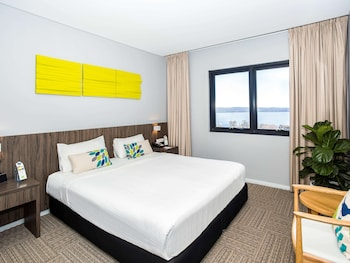 Superior Room, 1 King Bed, Lake View