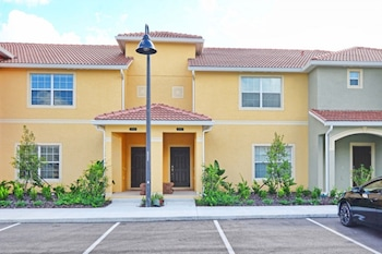 4 Bedroom Town-home with Private Pool 2967LA