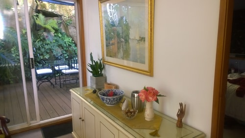 Linley House Bed & Breakfast, Lane Cove
