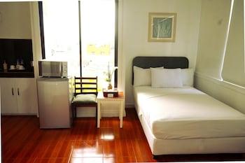 Makati Riverside Inn Mini-Refrigerator