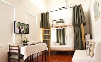 Makati Riverside Inn Living Area