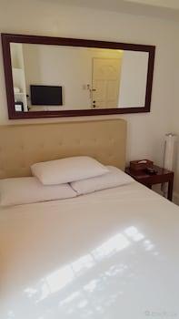 Makati Riverside Inn Guestroom
